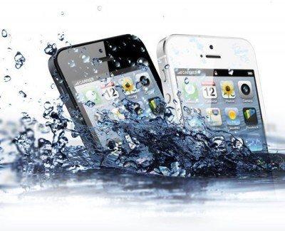 Попала капля воды в iphone