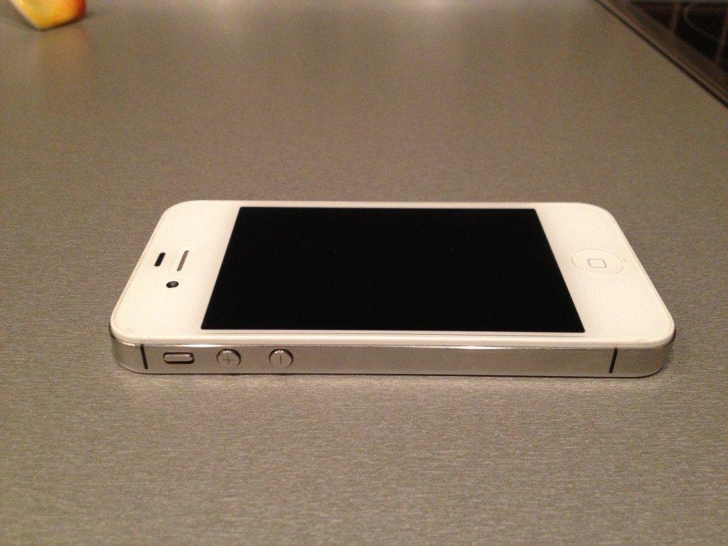 Не заряжается iPhone 4 и 4S: что делать?